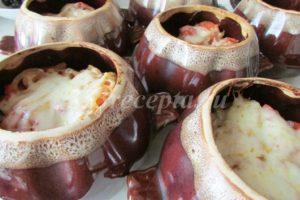 <p>Запекаем горшочки без крышек в духовке при температуре 200<sup>0</sup> С 30 минут.</p>