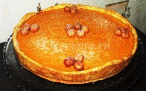 <p>После остывания пирог можно украсить сахарной пудрой и фундуком (кстати, тыква с ним прекрасно сочетается).</p>