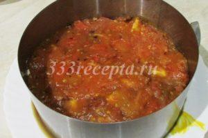 <p>Затем порезанные оливки и жареные помидоры.</p>