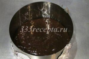 <p>Переливаем тесто в форму диаметром 16 см.</p>