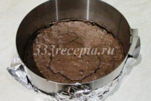<p>И выпекаем брауни в духовке разогретой до 170 градусов 15-20 минут.</p>