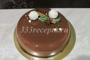 <p>Украшаем торт по желанию.</p>